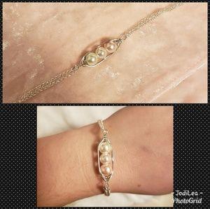 Jewelry - Peas in pod bracelet pearl